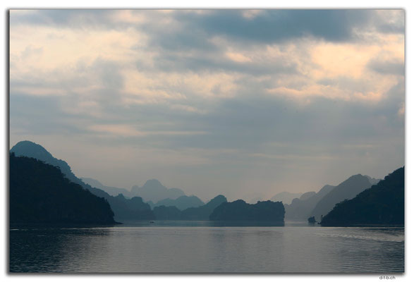 VN0018.Ha Long Bay,
