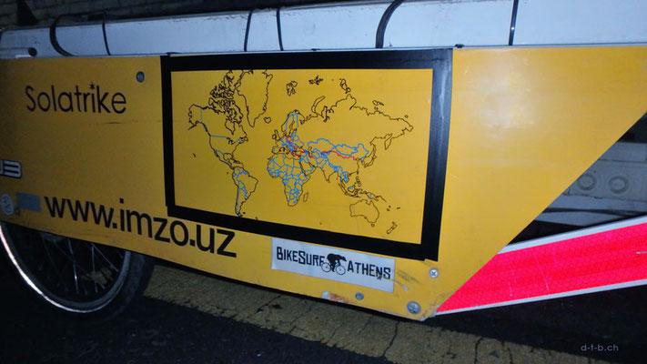KR: Seoul, Solatrike erhält Weltkarte mit Route