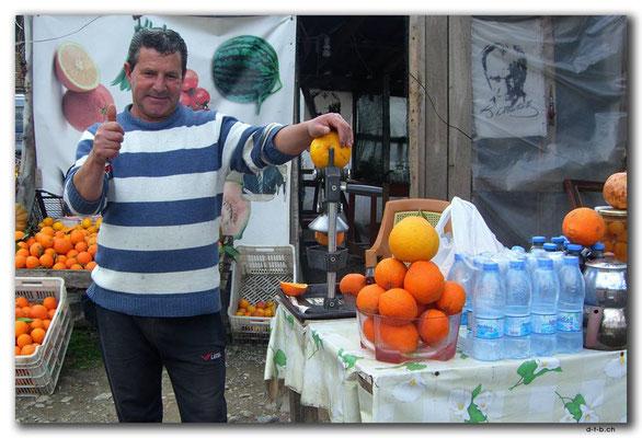 TR0183.Orangensafthändler