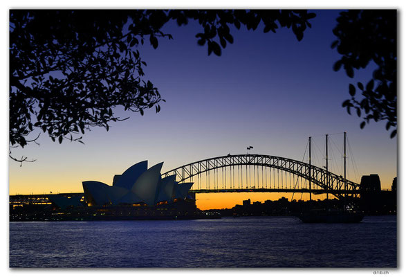 AU1635.Sydney.Opera House & Harbour Bridge