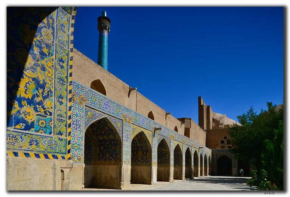 IR0074.Isfahan.Innenhof