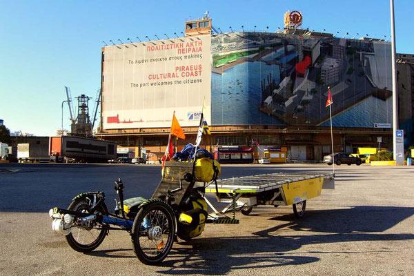 GR: Solatrike in Piräus am Hafen