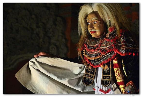 ID0170.Ubud.Tanz mit Maske.Alter Mann