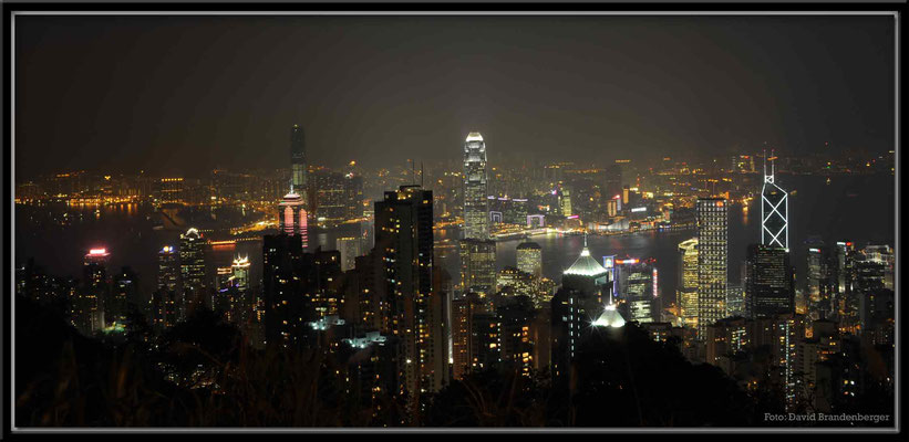 C2746 Hong Kong Victoria Peak by night