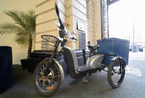 RO: Bukarest: Auch ein elektrisches Dreirad