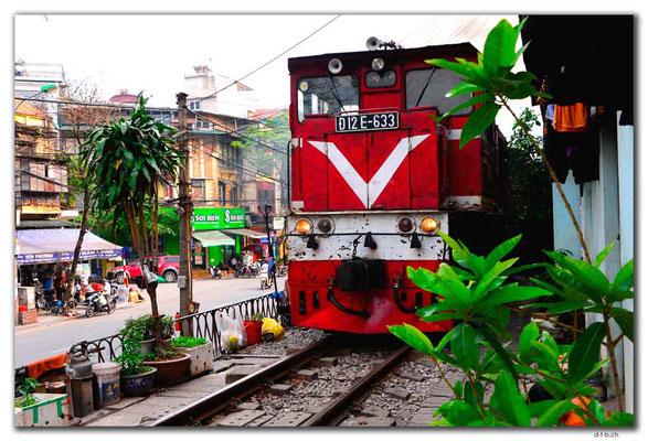 VN0049.Hanoi.Zug durchs Quartier