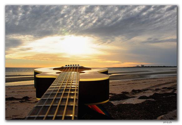 AU0983.Ceduna.Shelly Beach.Gitarre