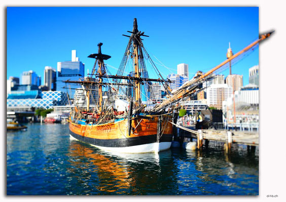 AU1689.Sydney.Darling Harbour.Replica Endeavour