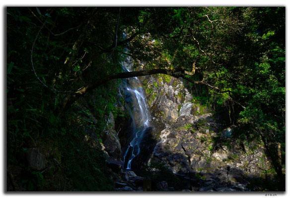 HK0080.Waterfall