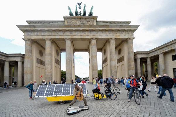 DE: Solatrike in Berlin, Brandenburger Tor