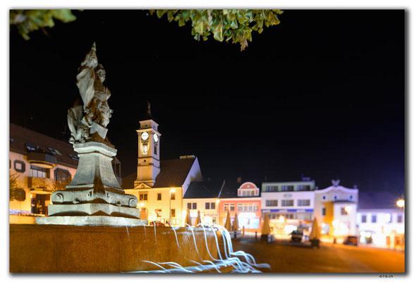 CZ165.Uherský Brod.Platz mit Brunnen