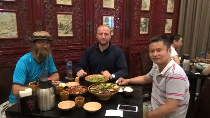 CN: David, Sebastian und Nathan im Restaurant  (Photo: Sebastian)