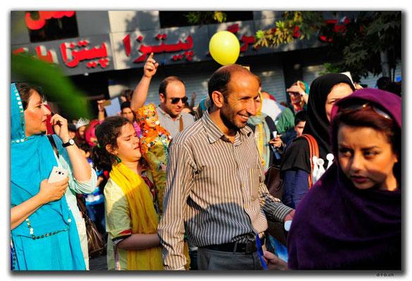 IR0259.Tehran.Puppenumzug