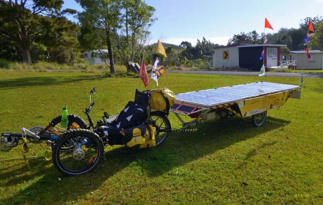 NZ: Solatrike in Waipoua