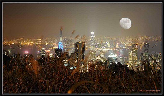 C2750 Hong Kong Victoria Peak by night
