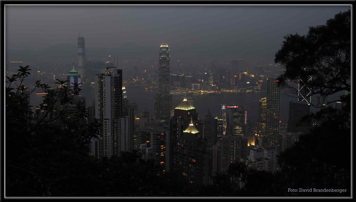 C2730 Hong Kong Victoria Peak by night