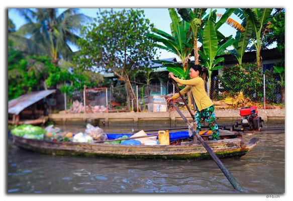 VN0371.Phong Dien.Floating Market