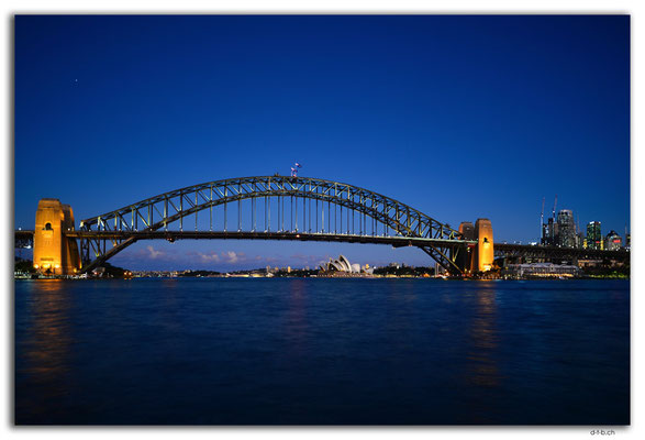 AU1662.Sydney.Opera House & Harbour Bridge.McMahon Point