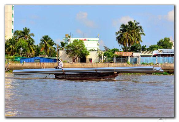 VN0390.Cai Rang.Transportschiff mit langer Ladung