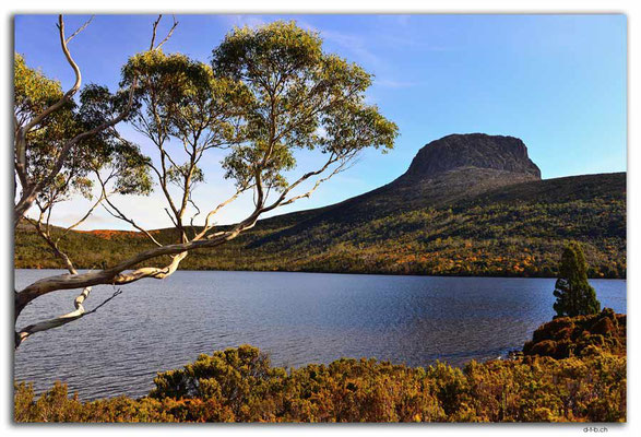 AU1355.Overland Track.Lake Will and Barn Bluff