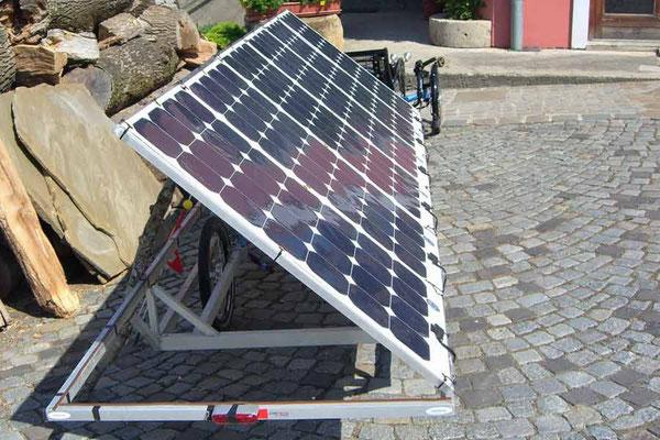 Aufgestelltes Solarpanel (Solarpanels uplifted)