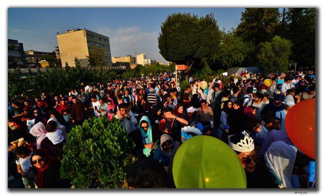 IR0263.Tehran.Puppenumzug