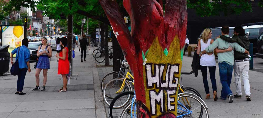 CA0310 Toronto Hug Me