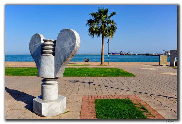 TR0621.Mersin.Statue am Meer
