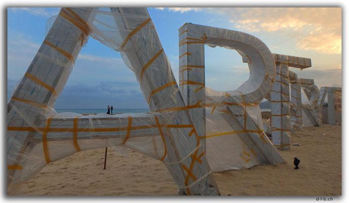 KR0198.Busan.Haeundae Beach.Artistry