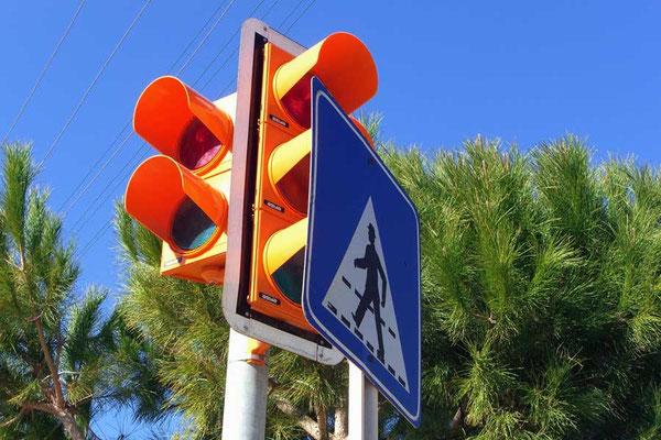 Türkei, Cesme: Schild vor Ampel