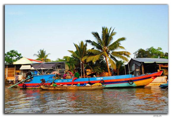 VN0366.Phong Dien.Floating Market