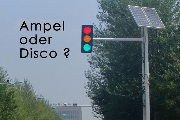 China,Baotou. Ampel oder Disco?