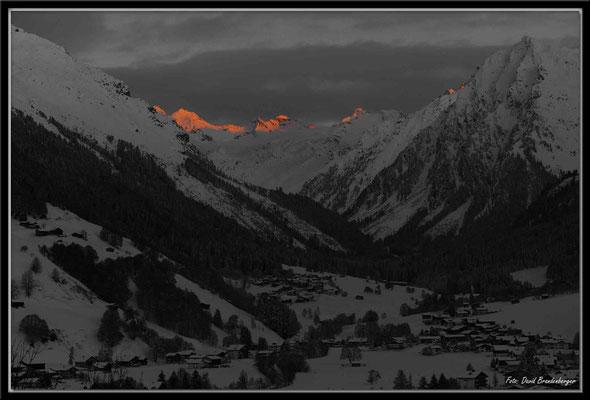 A0324.Klosters mit Alpenglühn