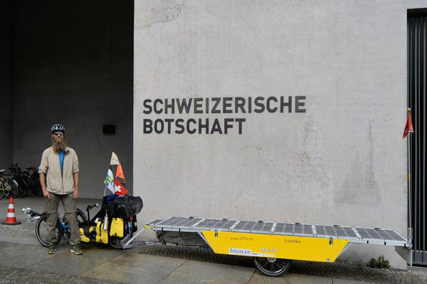 DE: Solatrike in Berlin, Schweizer Botschaft