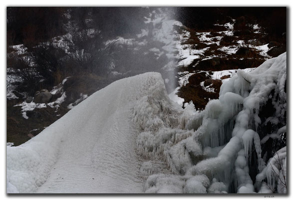 KG0136.Altyn Arashan.Eisfontänenskulptur