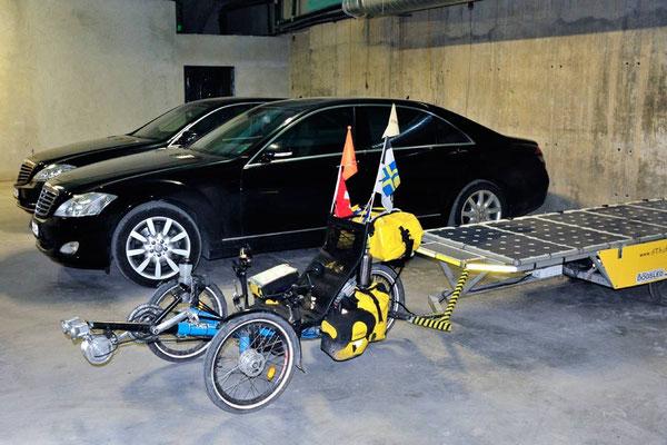 BG. Solatrike in Sliven. Standesgemäss parkiert