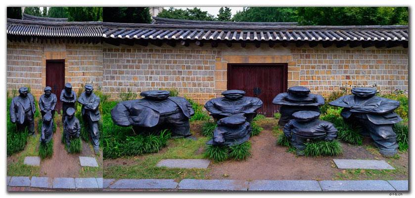 KR0073.Seoul.Squashed Family