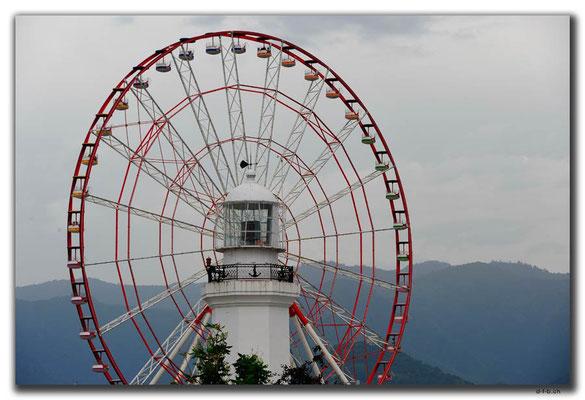 GE018.Batumi.Leuchtturm und Riesenrad