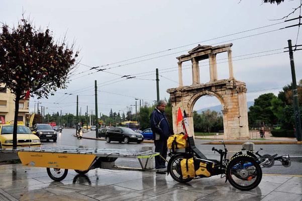 GR: Solatrike in Athen, Hadrianstor