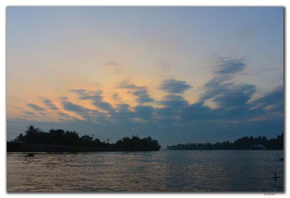 VN0360.Sonnenaufgang am Mekong