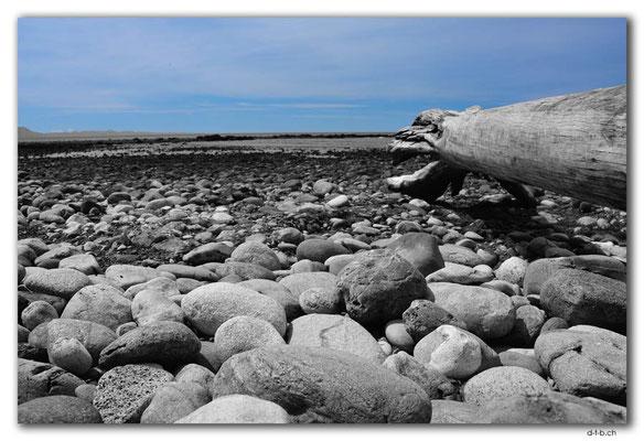 NZ0635.Patons Rock
