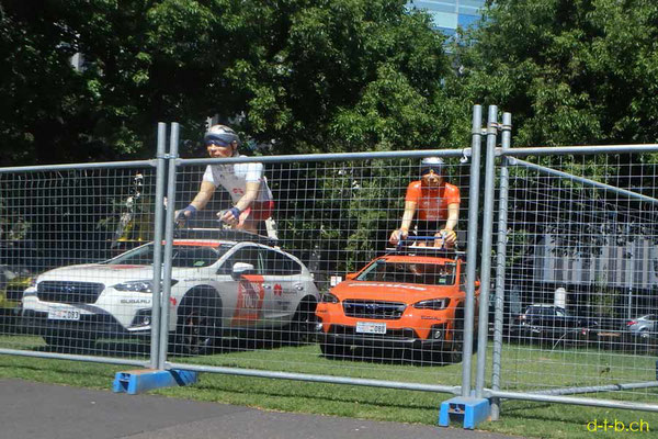 AU: Biker halfstatues on Cars for Tour Down Under