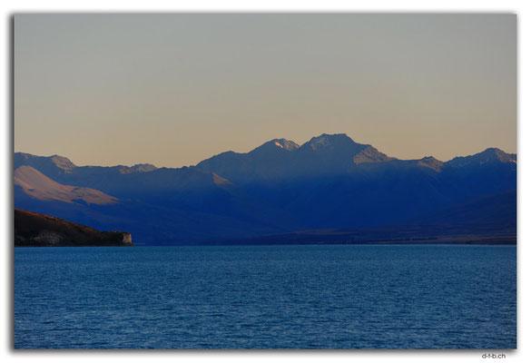 NZ0794.Lake Tekapo.Mountains in the morning