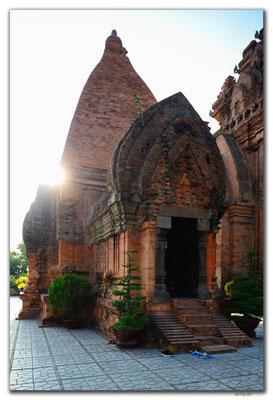 VN0270.Nha Trang.Thap Ba Pongar