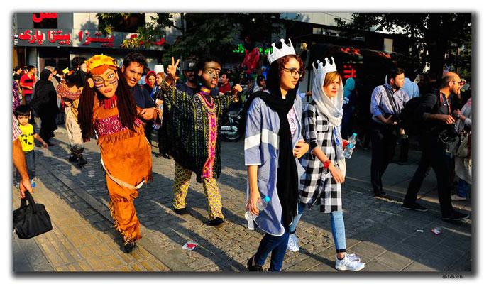 IR0255.Tehran.Puppenumzug