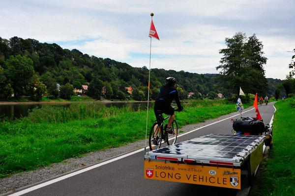 DE: Solatrike auf dem Elberadweg