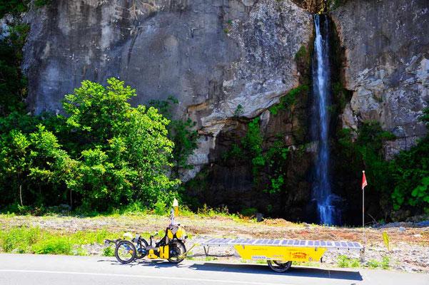 TR: Solatrike am Wasserfall