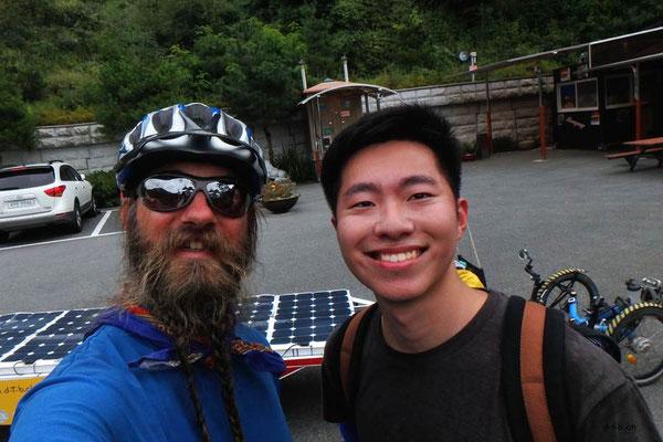 KR: Solatrikefahrer und koreanischer Velofahrer