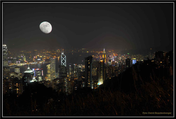 C2745 Hong Kong Victoria Peak by night