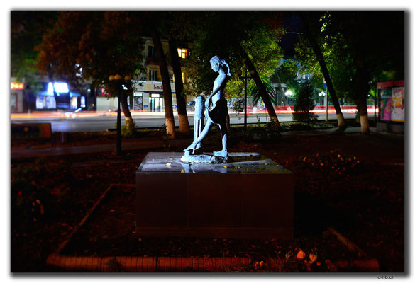 KZ0023.Shymkent.Mädchen Monument